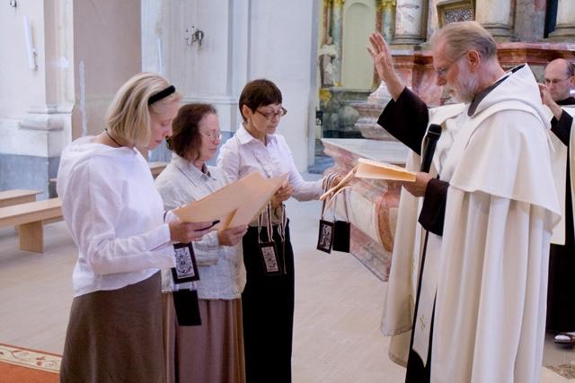 Pirmųjų sesių karmeličių įžadai (2008) Vulniuje
