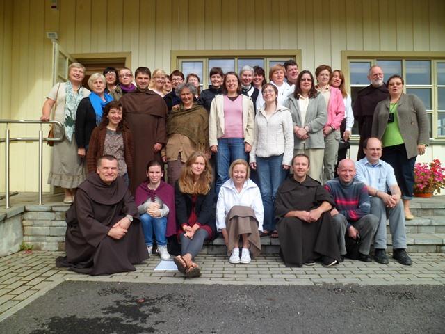 2011 m. rekolekcijų dalyviai. Pirmą kartą dalyvauja t. Mariusz