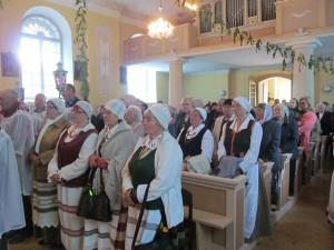 Folkloro kolektyvo moterys Atlaidų metu