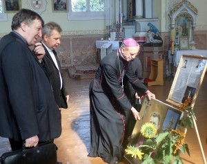 Svečias i SanktPeterburgo atvežė DT kun. Prancikaus Budrio portretą ir padovanojo Šiaulių vyskupijai