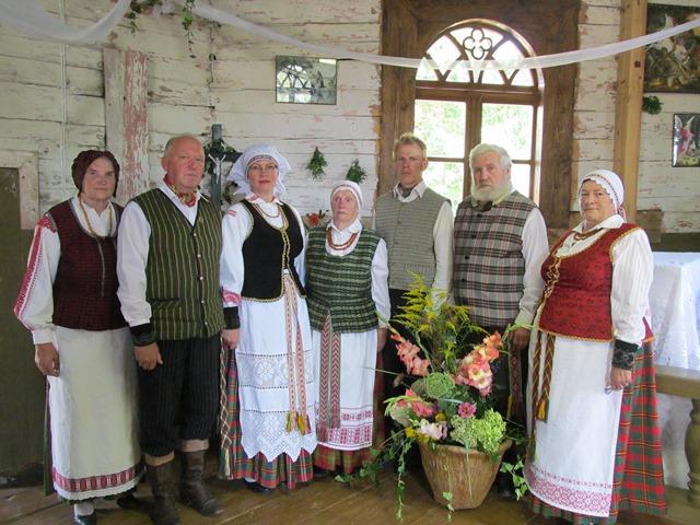 Kirnaičių kaimo giedoriai atgaivino senųjų kantičkų giesmes.