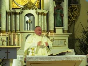 parapijos klebonas kunigas Andrius Trakšelis kvietė nepamiršti informacijos apie eismo saugumą keliuose
