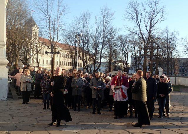 Didžiojo penktadienio Kryžiaus kelias apie Šiaulių katedrą 2019