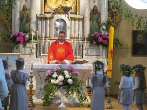 Sekminių atlaidams vadovavo kunigas Vidmantas Kapučinskas